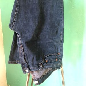 Levi's perfectly slimming 512